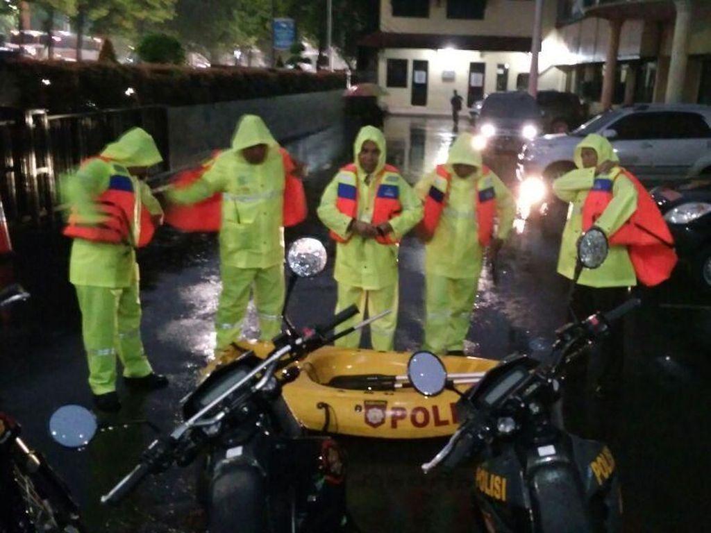 Polres Jakarta Barat Buka Posko Siaga Banjir