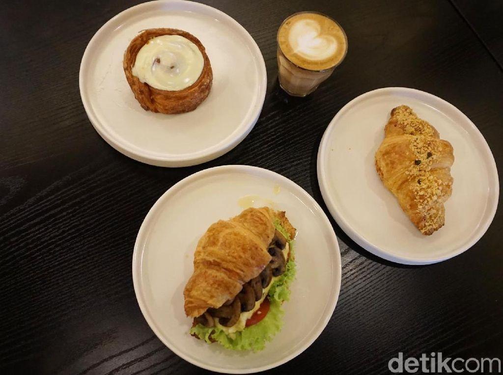 Beccas: Menyantap Croissant Enak Ditemani Secangkir Latte Hangat