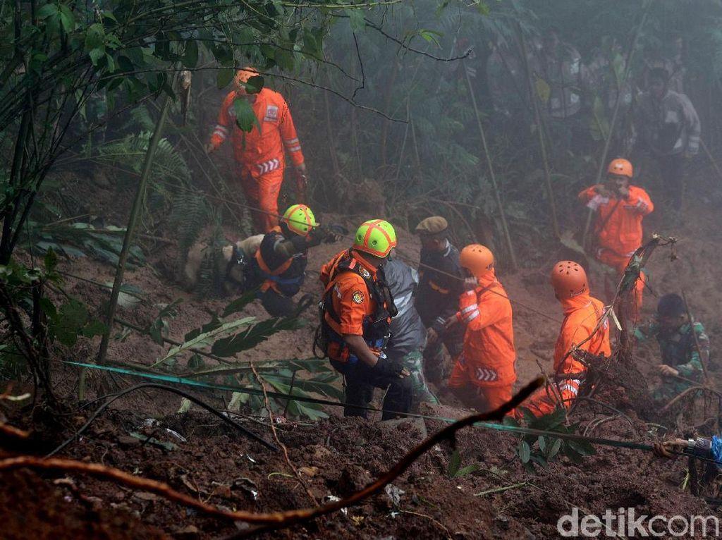 Hujan Deras, Pencarian Korban Longsor Cijeruk Dilanjutkan Besok