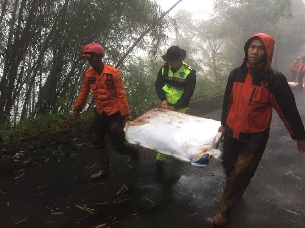 300 Personel Lanjutkan Cari Korban Longsor di Puncak dan Cijeruk