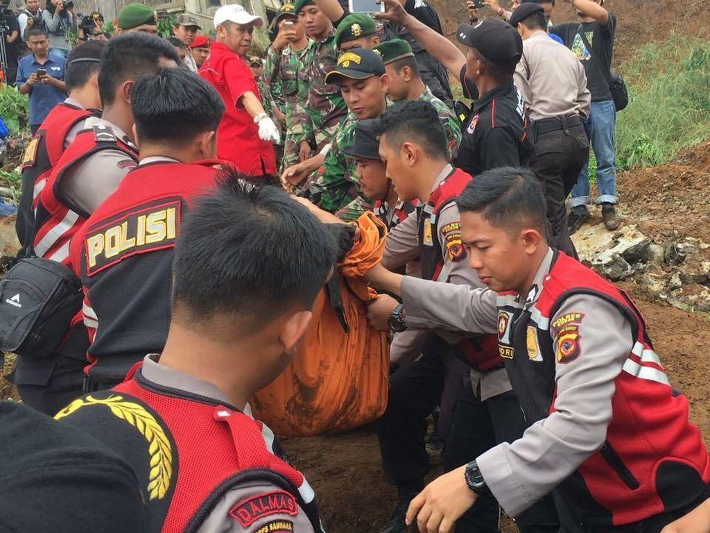 Foto: 3 Korban Longsor di Cijeruk Bogor Ditemukan