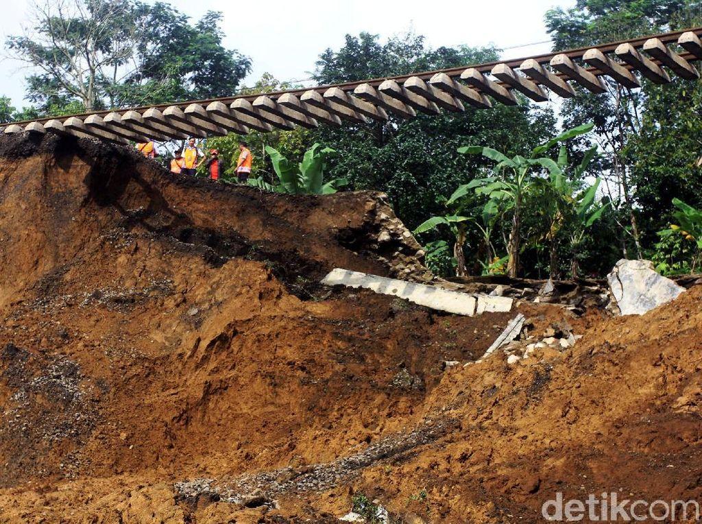 Perbaikan Rel Sukabumi-Bogor Tunggu Evakuasi Korban Longsor Selesai