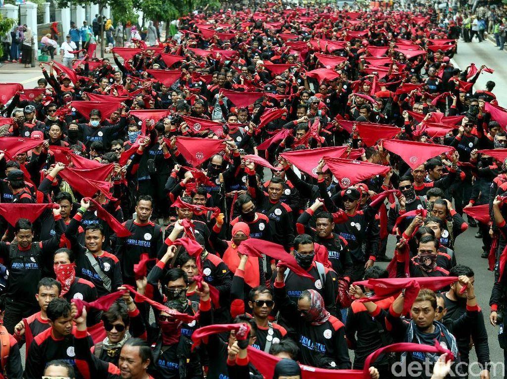 Ribuan Buruh Kepung DPR, Ini 3 Tuntutannya