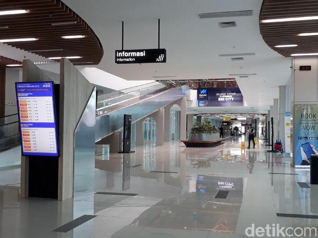 Stasiun Sudirman Baru Sepi Gara-gara Kereta Bandara Berhenti Operasi