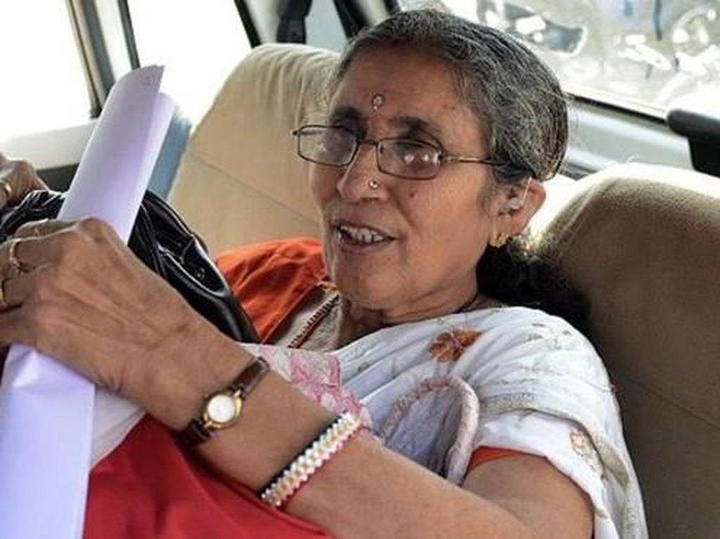 Mobil Istri PM India Bertabrakan dengan Truk