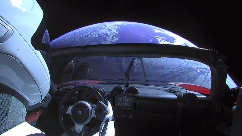 Penampakan Bumi Bulat Saat Starman Berkelana ke Mars