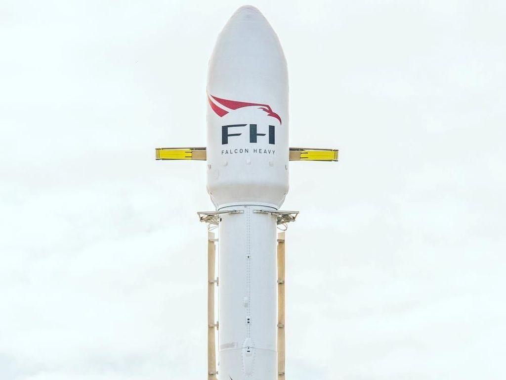 Elon Musk Jadi Admin SpaceX Selama Peluncuran Falcon Heavy