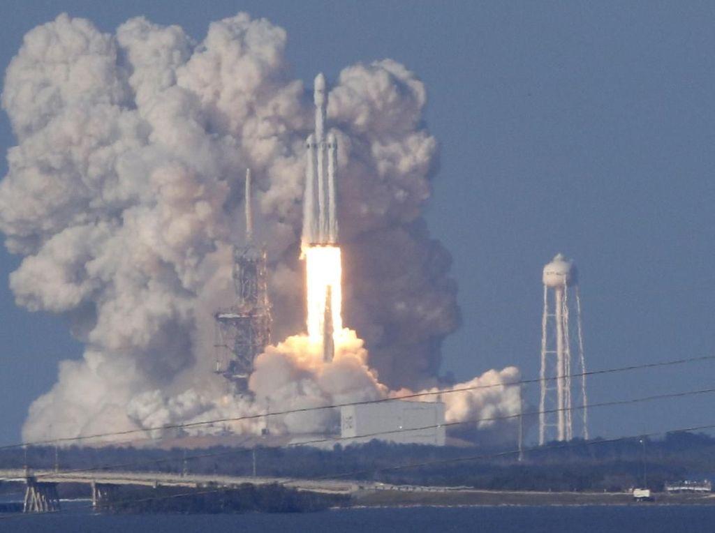 Roket Terkuat Sejagat SpaceX Mau Meluncur Lagi