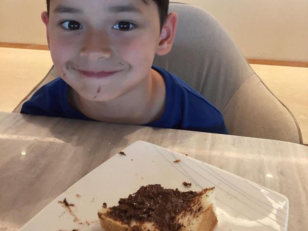 Anak Tamara Blezynski dan Mike Lewis Ini Gemesin Banget Kalau Lagi Makan!