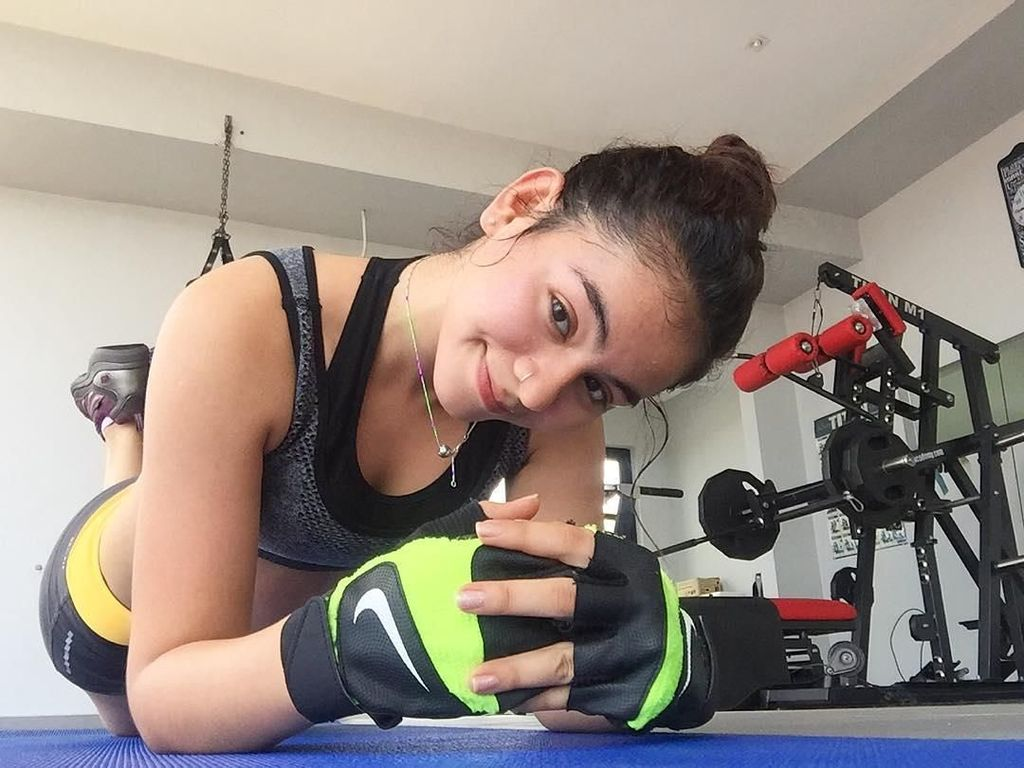 Foto: Si Cantik Sahila Hisyam Berkeringat Saat Olahraga