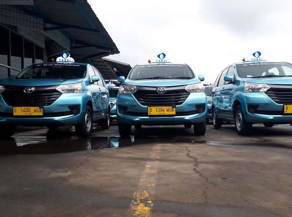 Bertahan di Tengah Gempuran Taksi Online