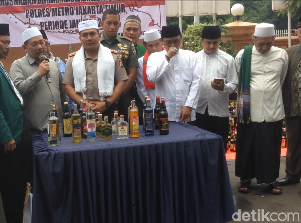 Pemusnahan 10 Ribu Botol Miras di Polres Jaktim Dihadiri Ulama