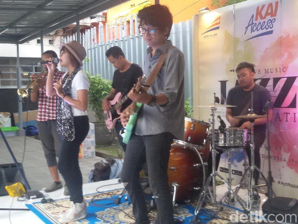Menikmati Live Musik Jazz Sambil Nunggu Kereta di Stasiun Yogya