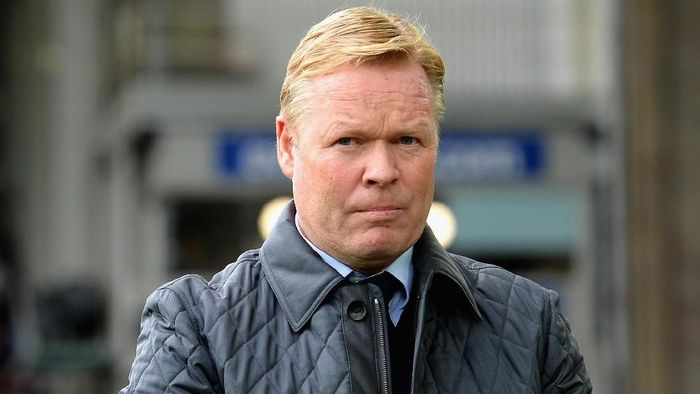 LIVERPOOL, ENGLAND - OCTOBER 22:  Ronald Koeman, Manager of Everton looks on prior to the Premier League match between Everton and Arsenal at Goodison Park on October 22, 2017 in Liverpool, England.  (Photo by Tony Marshall/Getty Images)