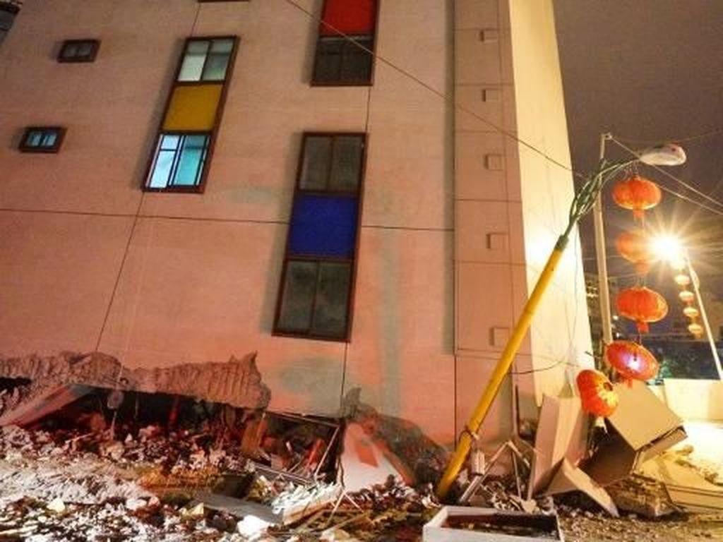 Foto: Bangunan Rusak dan Miring Setelah Gempa 6,4 SR Guncang Taiwan
