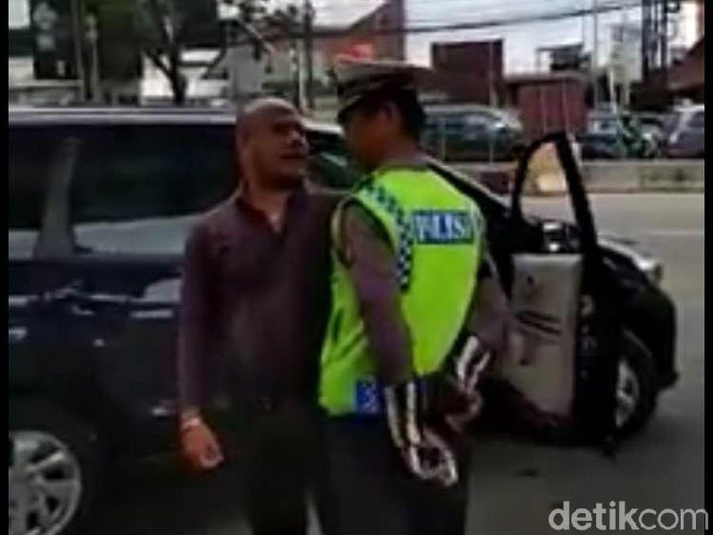 Ulah Pengendara Tak Mau Ditilang: Seruduk, Seret, hingga Gigit Polisi