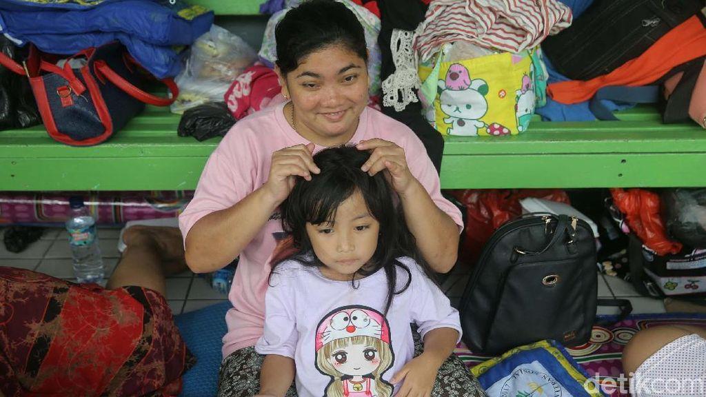 Begini Kondisi Pengungsi Korban Banjir di SMP 26