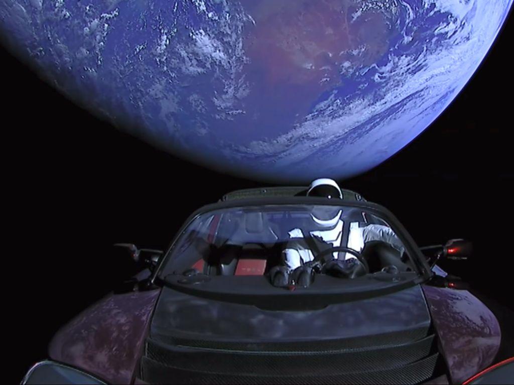 Starman dan Mobil Tesla Roadster Sampai di Orbit Mars