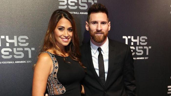 Messi bersama istrinya saat menghadiri gala penghargaan Pemain Terbaik FIFA 2017. (Foto: Bryn Lennon/Getty Images)