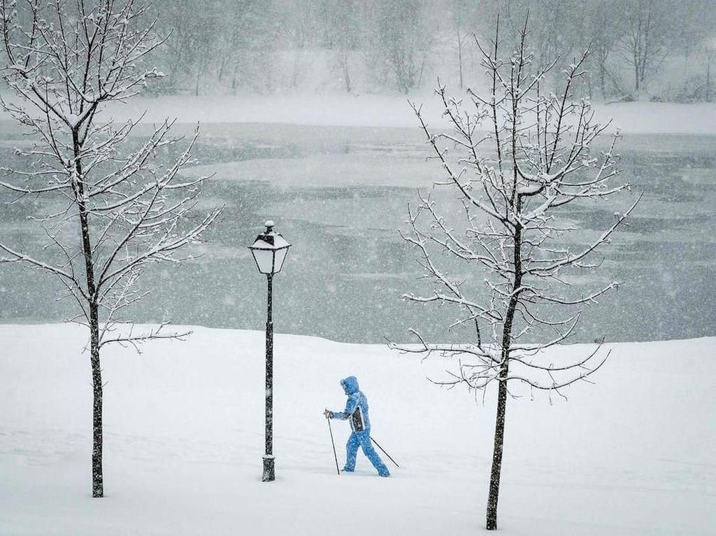 Kota Moskow Diselimuti Salju, Aktivitas Warga Terganggu