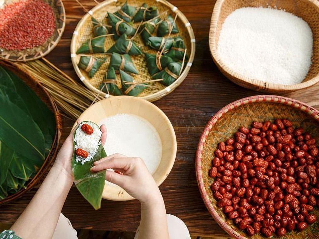 10 Makanan yang Wajib Dicicipi Saat Perayaan Imlek di China