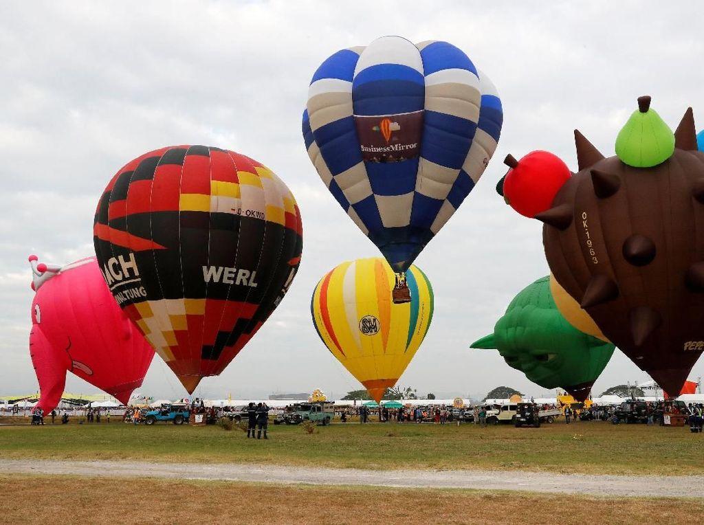 Foto: Warna-warni Balon Udara dari Berbagai Negara yang Siap Terbang