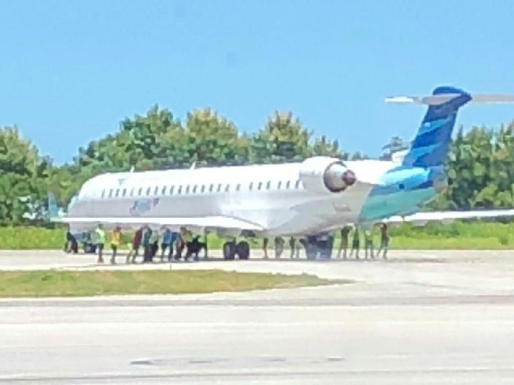 Heboh Pesawat Garuda Indonesia Didorong di Landasan