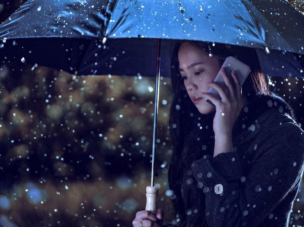 12 Cara Sehat untuk Menghangatkan Diri Saat Cuaca Sering Hujan