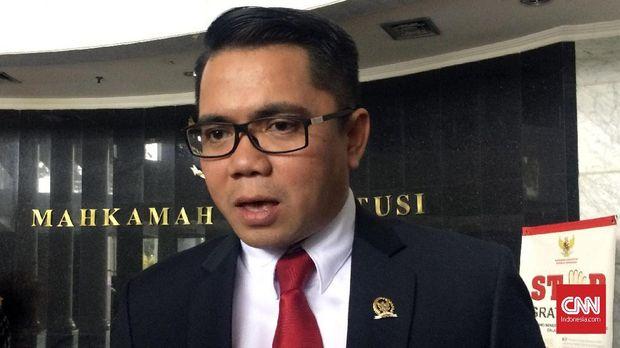 Anggota Pansus Hak Angket KPK yang juta anggota Komisi III DPR fraksi PDI Perjuangan, Arteria Dahlan di Mahkamah Konstitusi, Jakarta, Rabu (8/2).