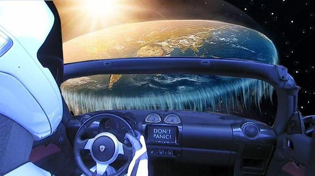 Berkelana ke Mars, Starman Malah Lihat Bumi Datar