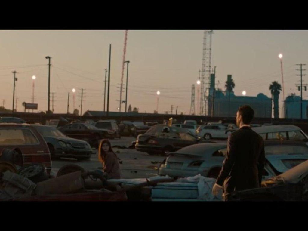 Adam Levine Jadi Kekasih Tak Nyata Alexandra Daddario di Wait