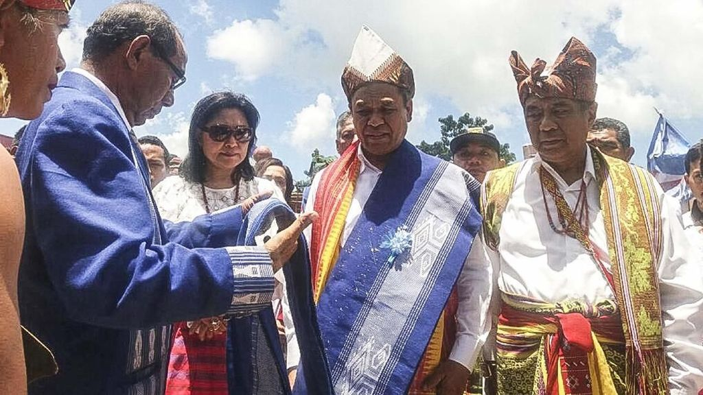 Ritual Potong Kerbau Sambut Pasangan Cagub-Cawagub NTT Benny K Harman