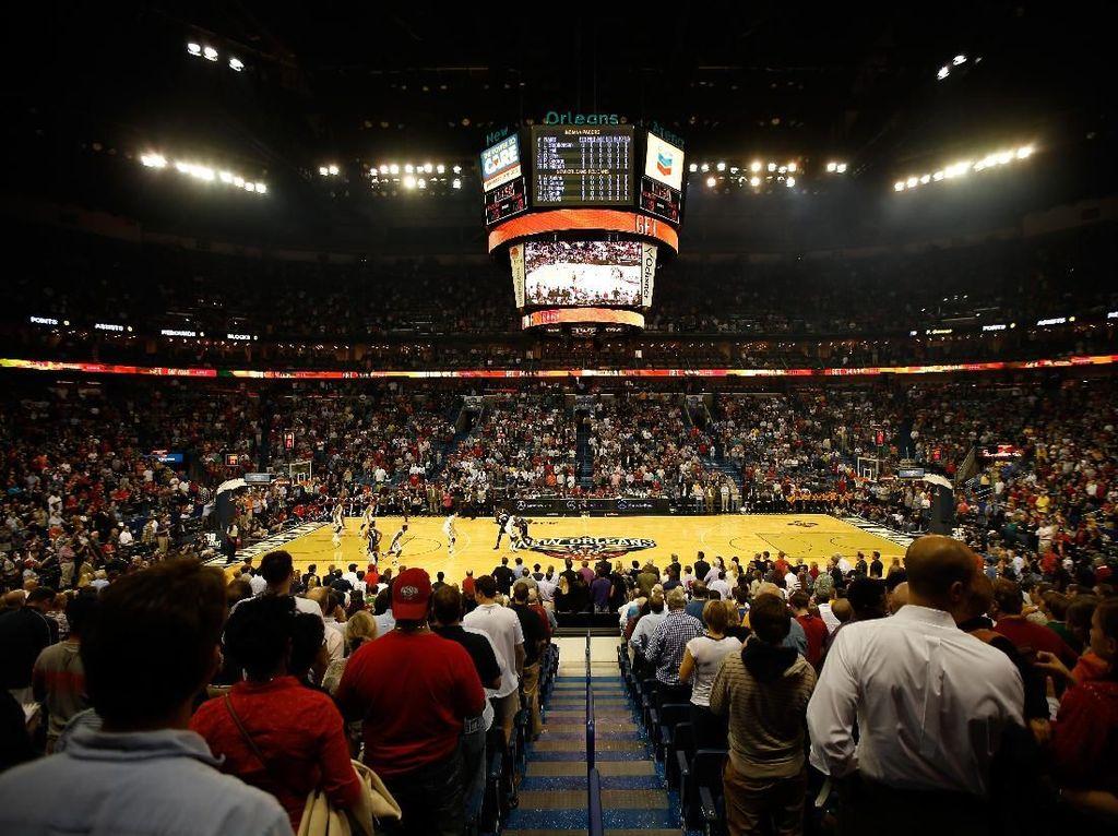 Atap Stadion Bocor, Laga Pacers vs Pelicans Ditunda