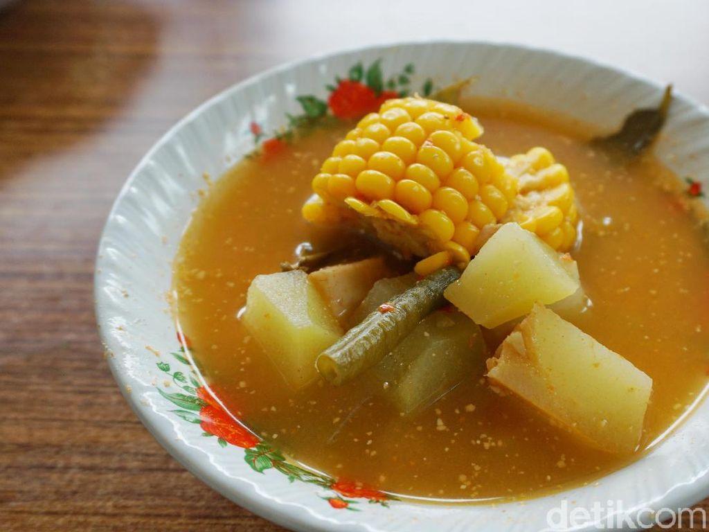 Netizen Pamer 10 Sajian Sayur Asem yang Segar untuk Makan Siang