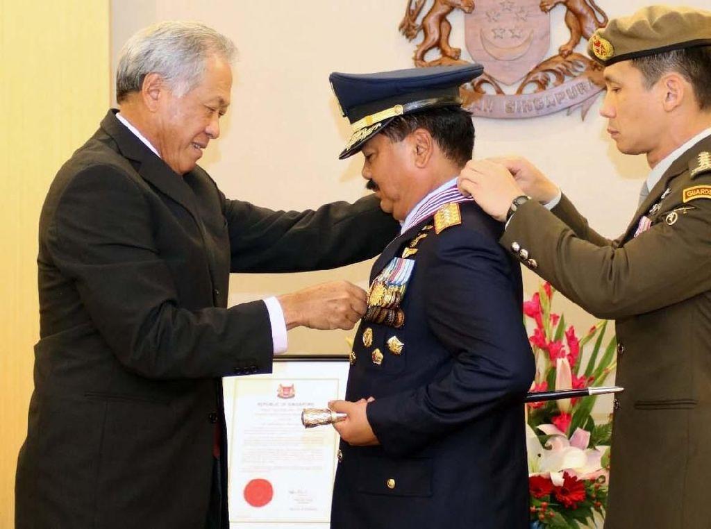 Panglima TNI Terima Bintang Kehormatan MSM dari Singapura