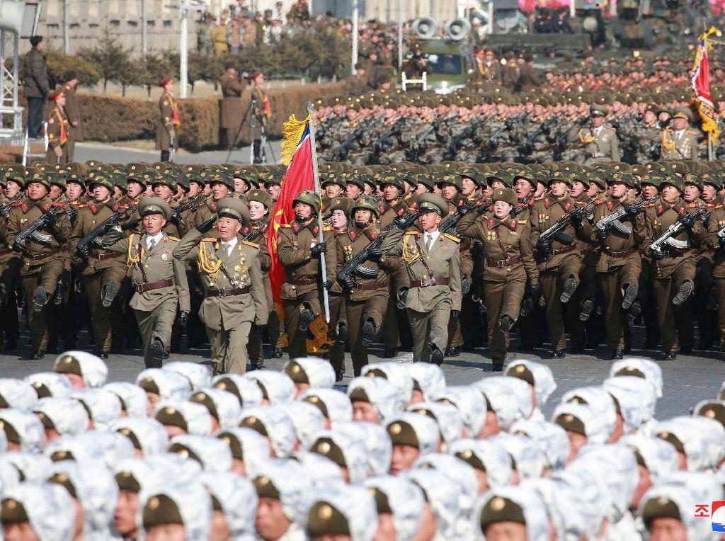Korut Pamerkan Rudal Balistik Antarbenua di Parade Militer