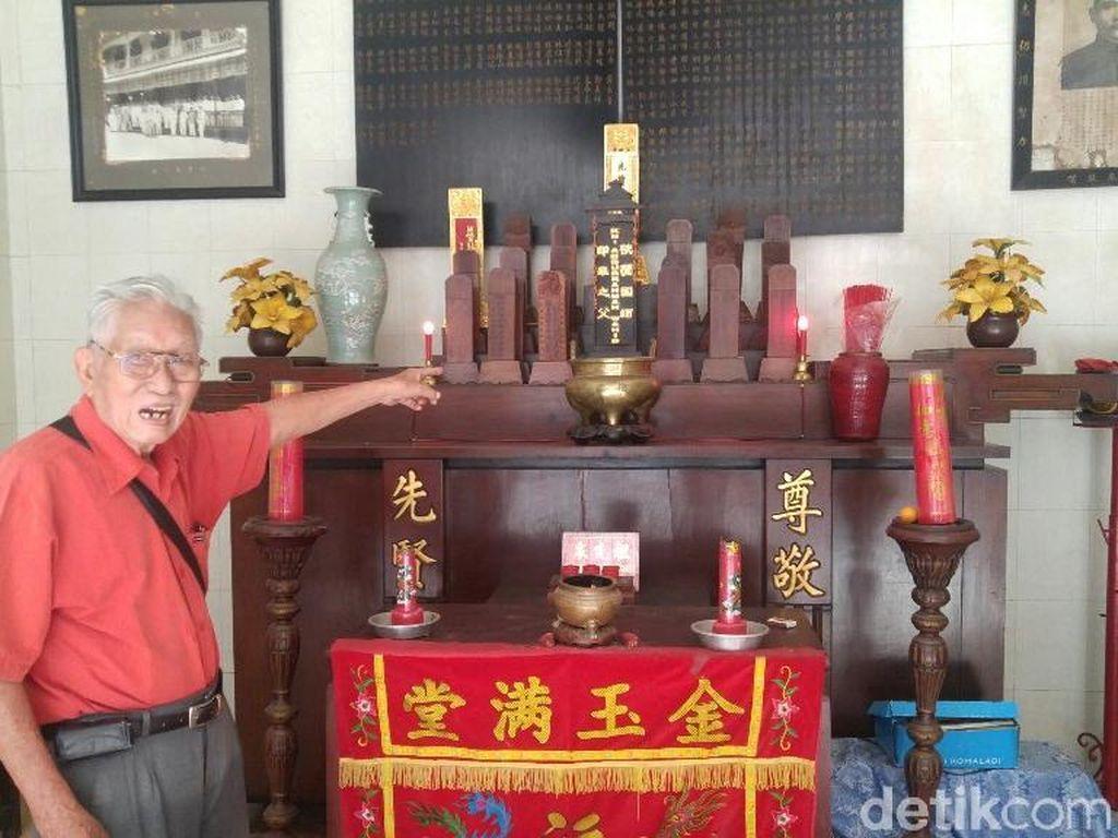 Kisah di Balik Sinci dengan Nama Gus Dur di Altar Pecinan Semarang