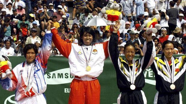 Yayuk Basuki merupakan mantan atlet Indonesia jebolan SKO Ragunan yang berprestasi di tingkat internasional.