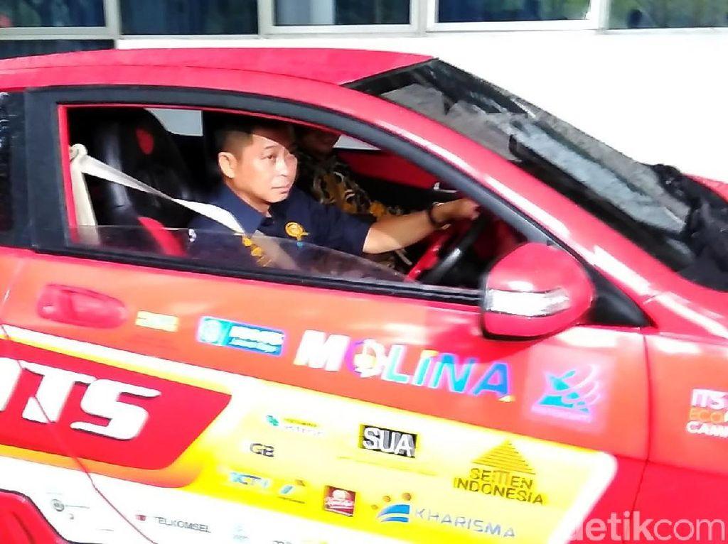 Menteri Jonan Jajal Mobil Listrik ITS
