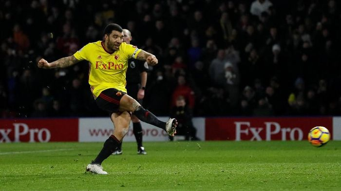 Soccer Football - Premier League - Watford vs Chelsea - Vicarage Road, Watford, Britain - February 5, 2018   Watfords Troy Deeney scores their first goal from a penalty                 REUTERS/David Klein    EDITORIAL USE ONLY. No use with unauthorized audio, video, data, fixture lists, club/league logos or