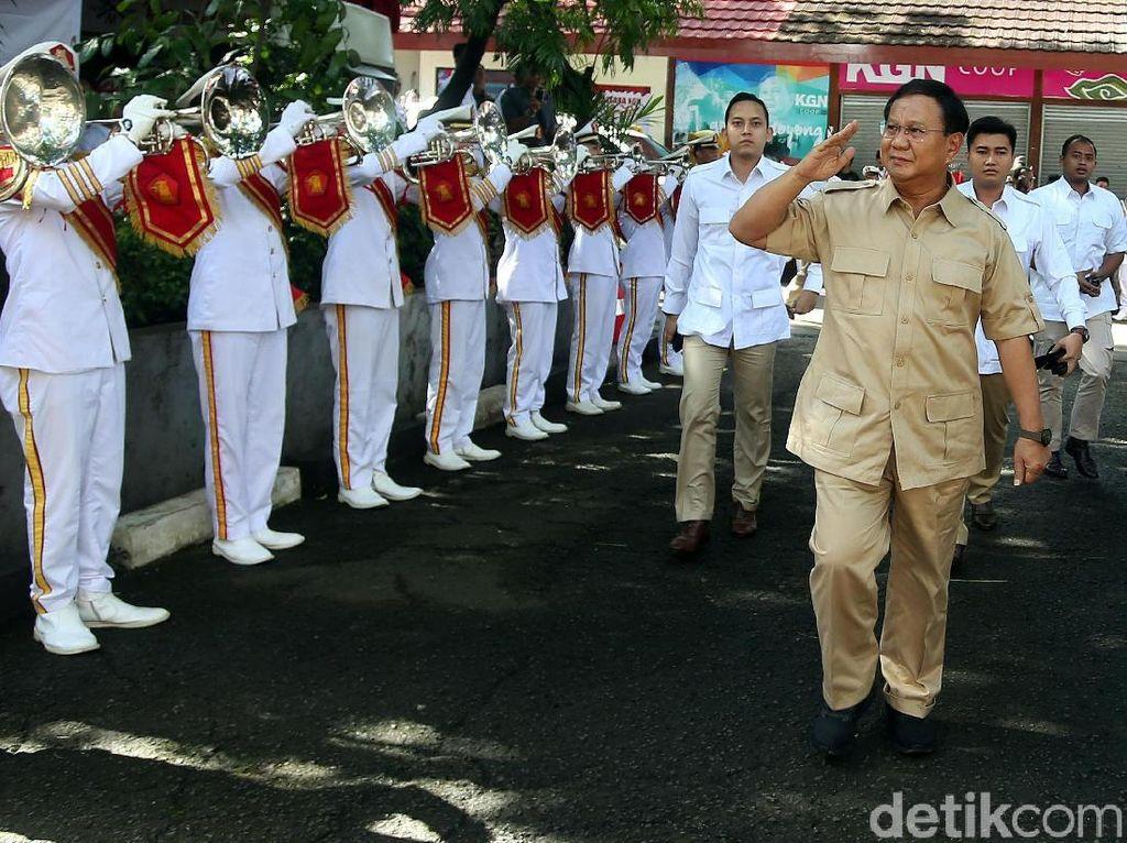 Salam Hormat Prabowo di HUT Gerindra