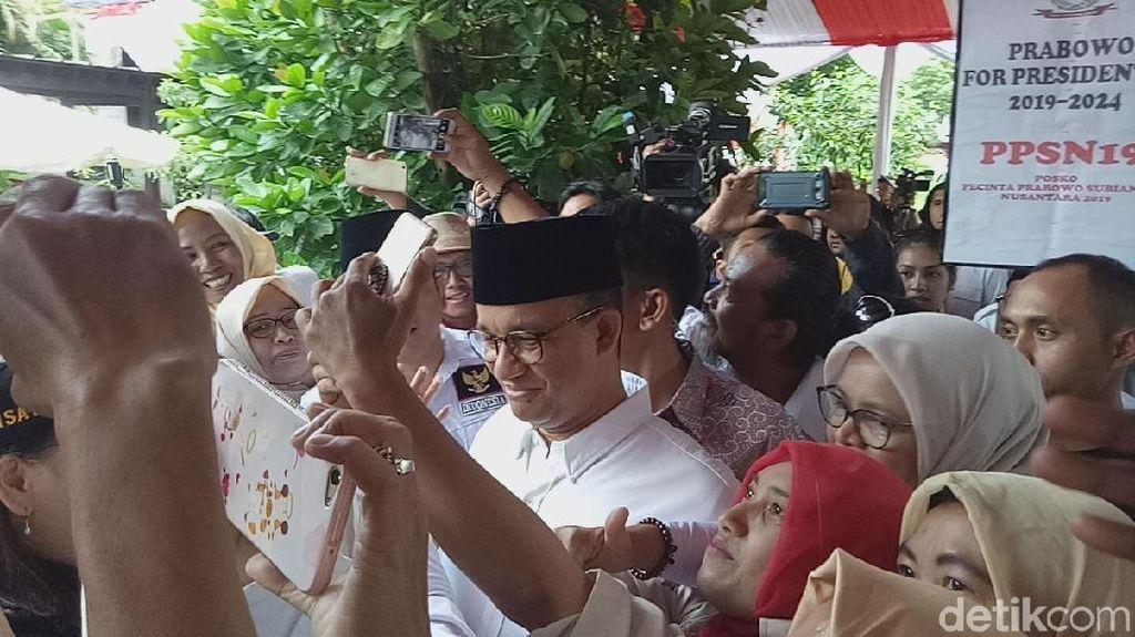 Ditanya Prabowo soal Mahar, Anies Geleng-geleng