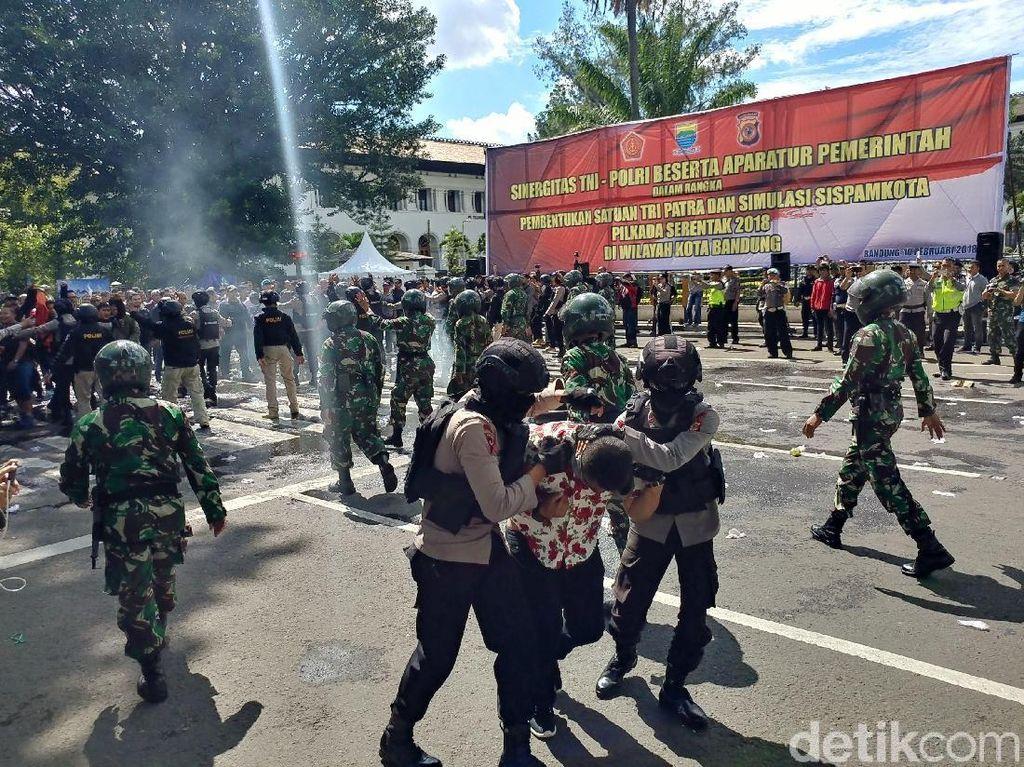 1.000 Personel Gelar Simulasi Pengamanan Pilkada di Bandung