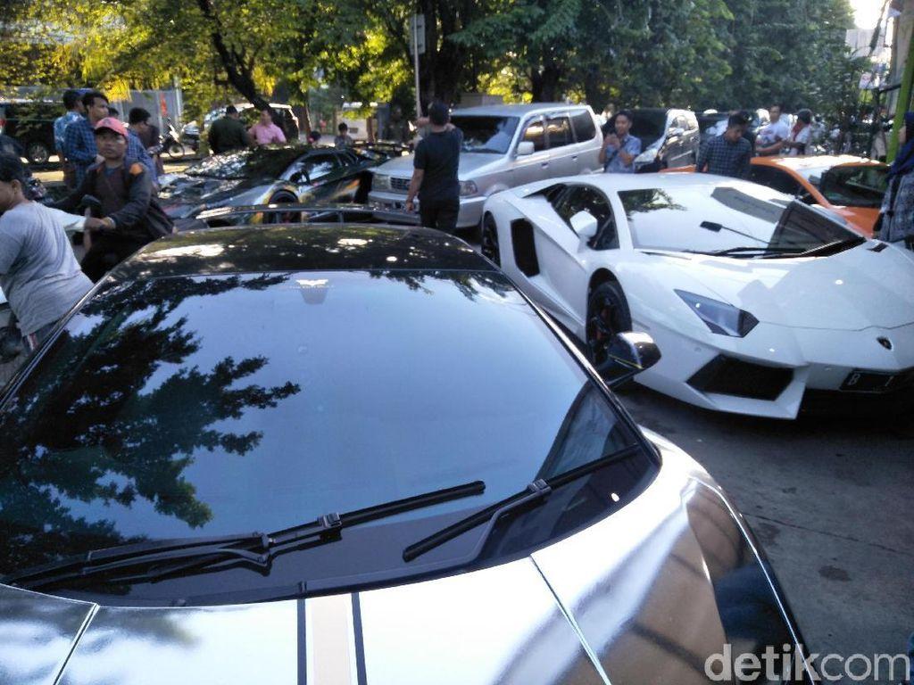Alasan Hotman Paris Pilih Mobil Dibandingkan Motor