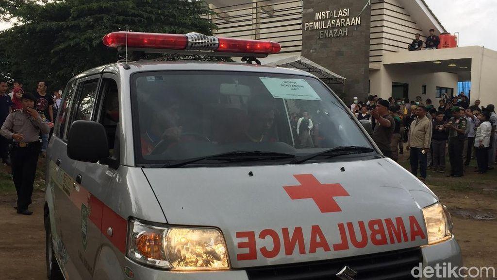 Foto: Jenazah Korban Bus Maut Tanjakan Emen Tiba di RSUD Tangsel