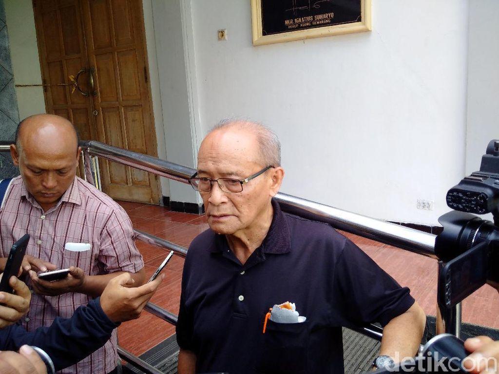 Ekspresi Buya Syafii Saat Datangi Gereja Lidwina Sleman yang Diserang