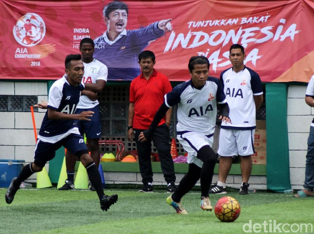 Indra Sjafri dan Anton Blackwood Latih Tim AIA Indonesia