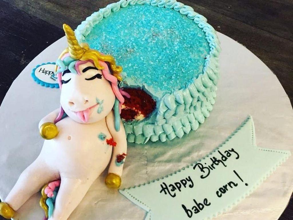 Ini Dia 9 Kue Tema Unicorn Kekenyangan yang Bikin Gemas!