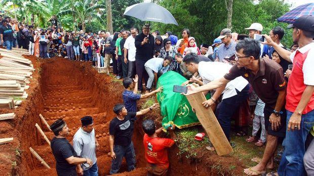 Dangdut dan Kenangan Terakhir Anak Korban Kecelakaan Subang