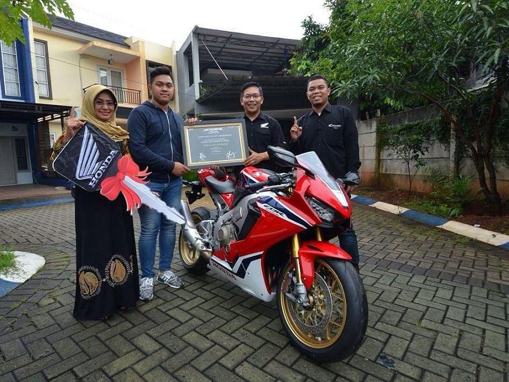Ini Orang Indonesia Pertama yang Punya Moge Honda CBR1000RR SP